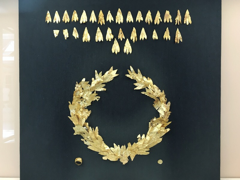 Delicate gold trefoils: Hellenistic period